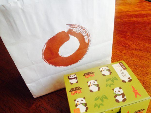 東京駅限定せんべいパンダの旅のパッケージと紙袋