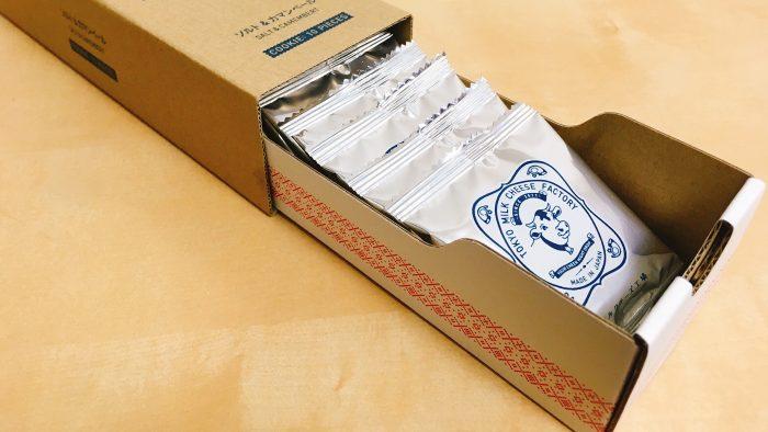 東京ミルクチーズ工場ソルト&カマンベールクッキーのパッケージ