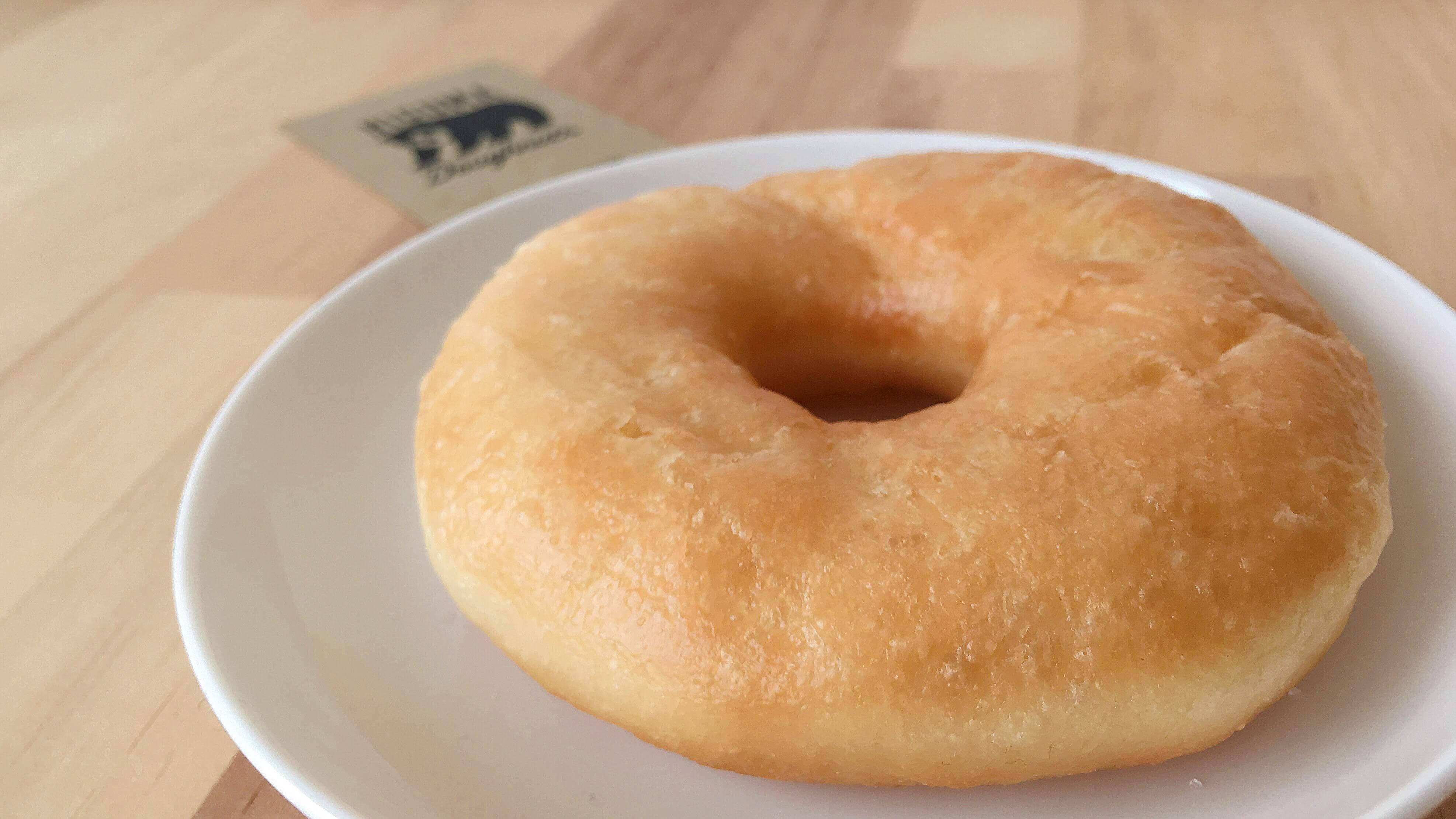 HIGUMA Doughnuts(ヒグマドーナッツ)のプレーンドーナツのアップ