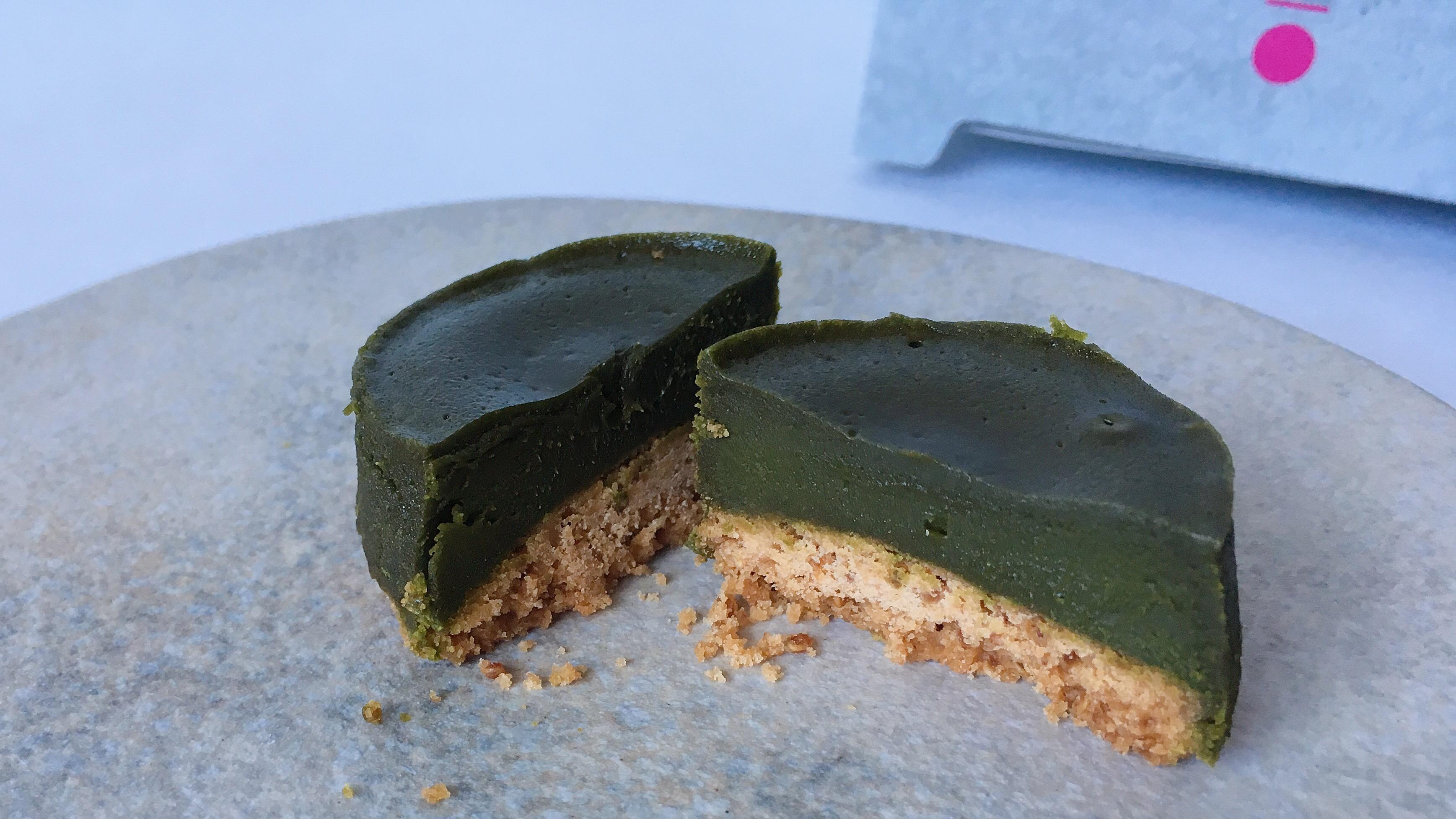 池袋のザクザクとろけるショコラパックザックの京宇治抹茶味の断面