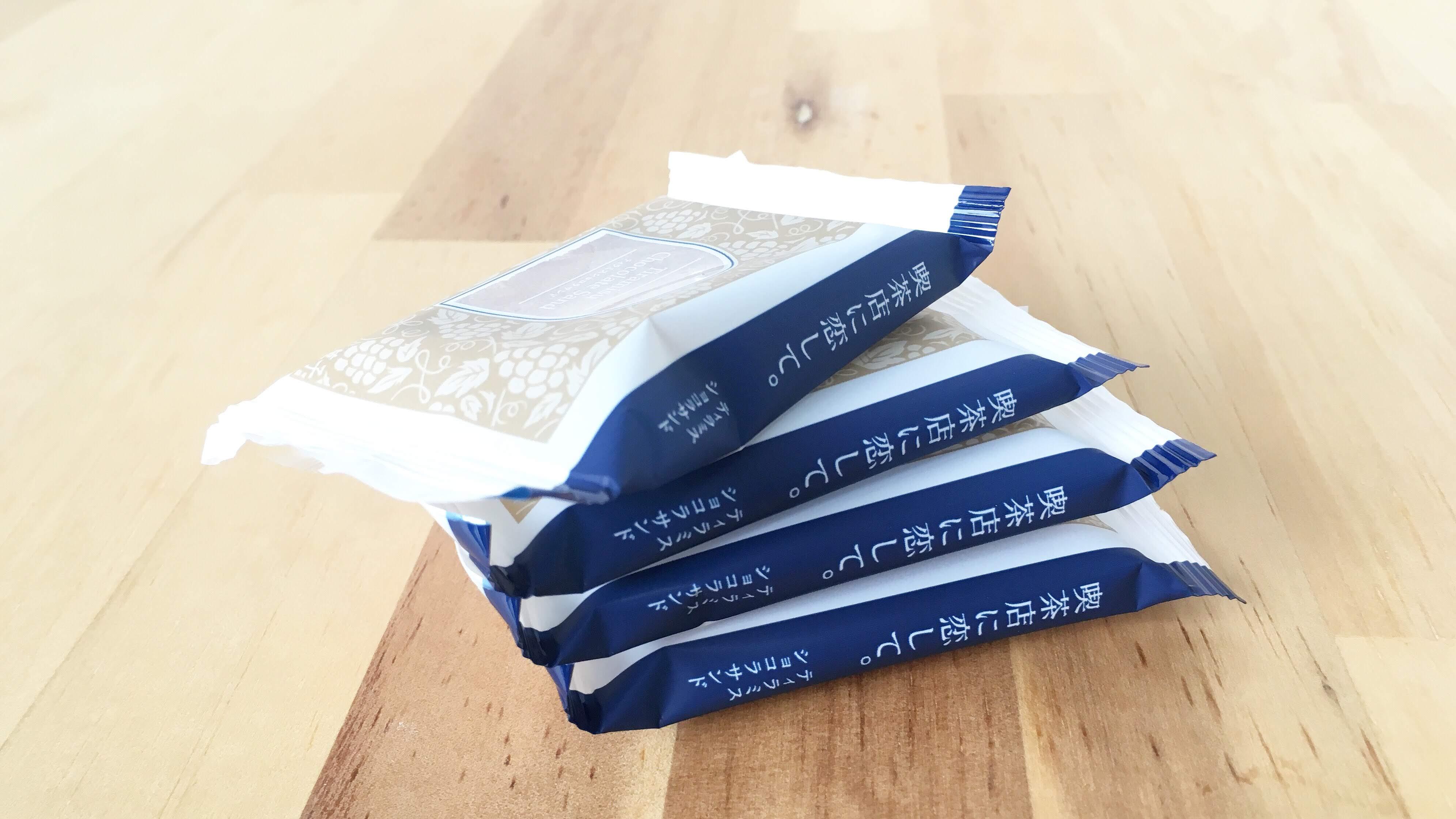 喫茶店に恋して。のティラミスショコラサンドの文庫本のような個包装パッケージ