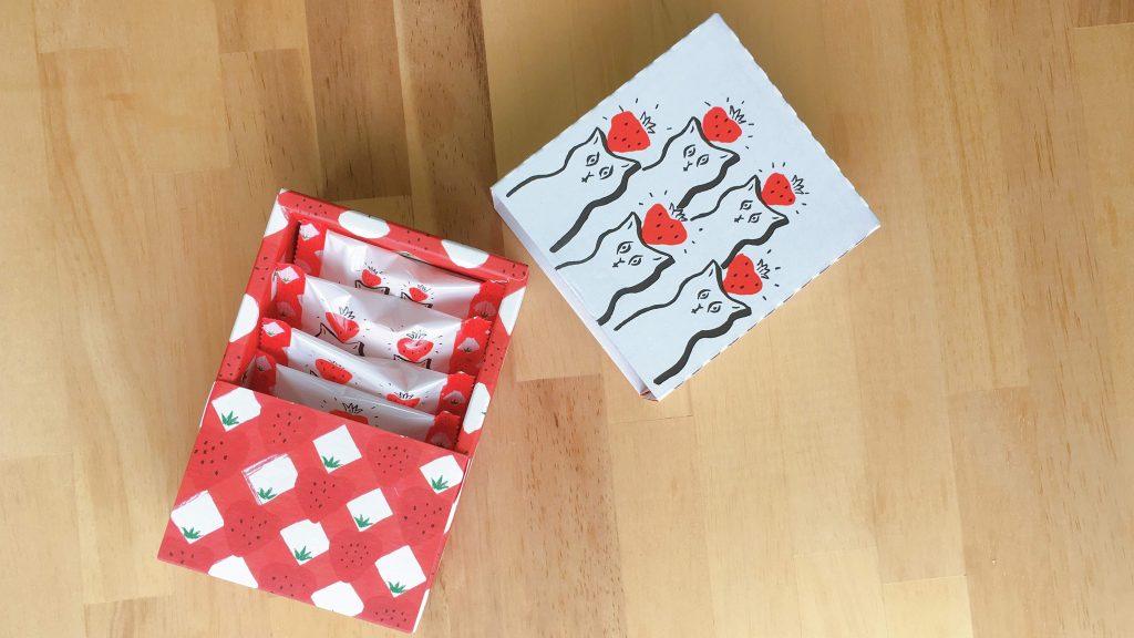 東京土産ベリーアップのいちごポルボローネの箱を開けたところ