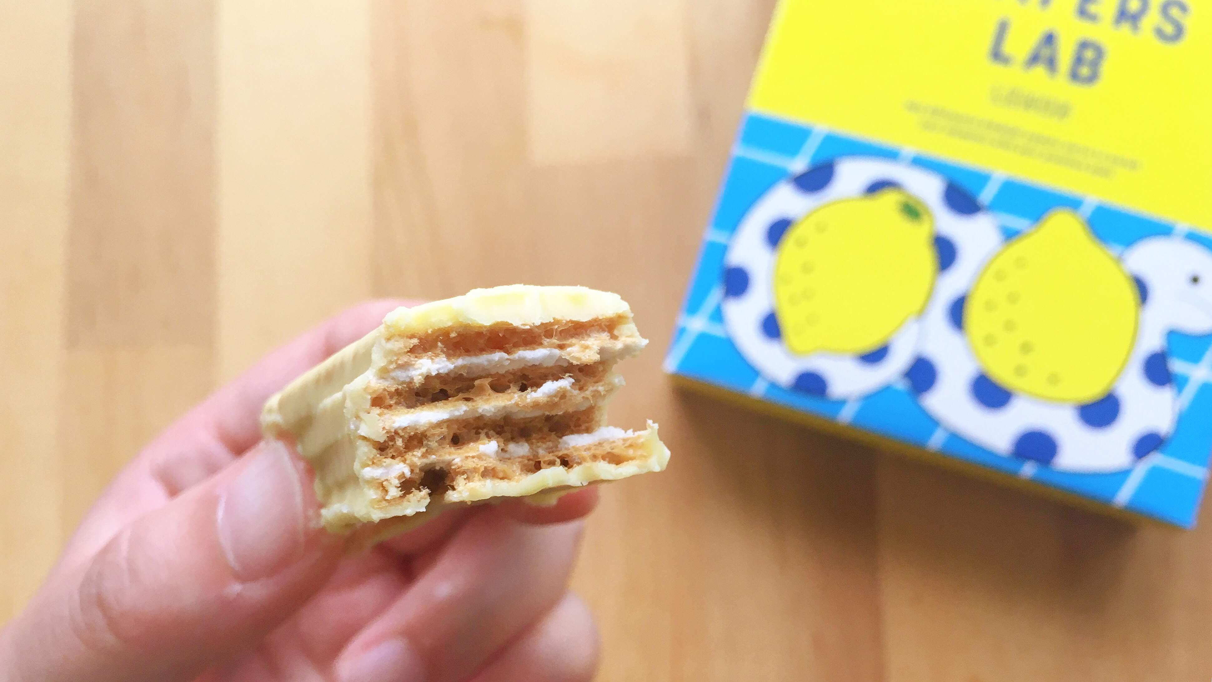キハチのウエハースラボレモンの断面