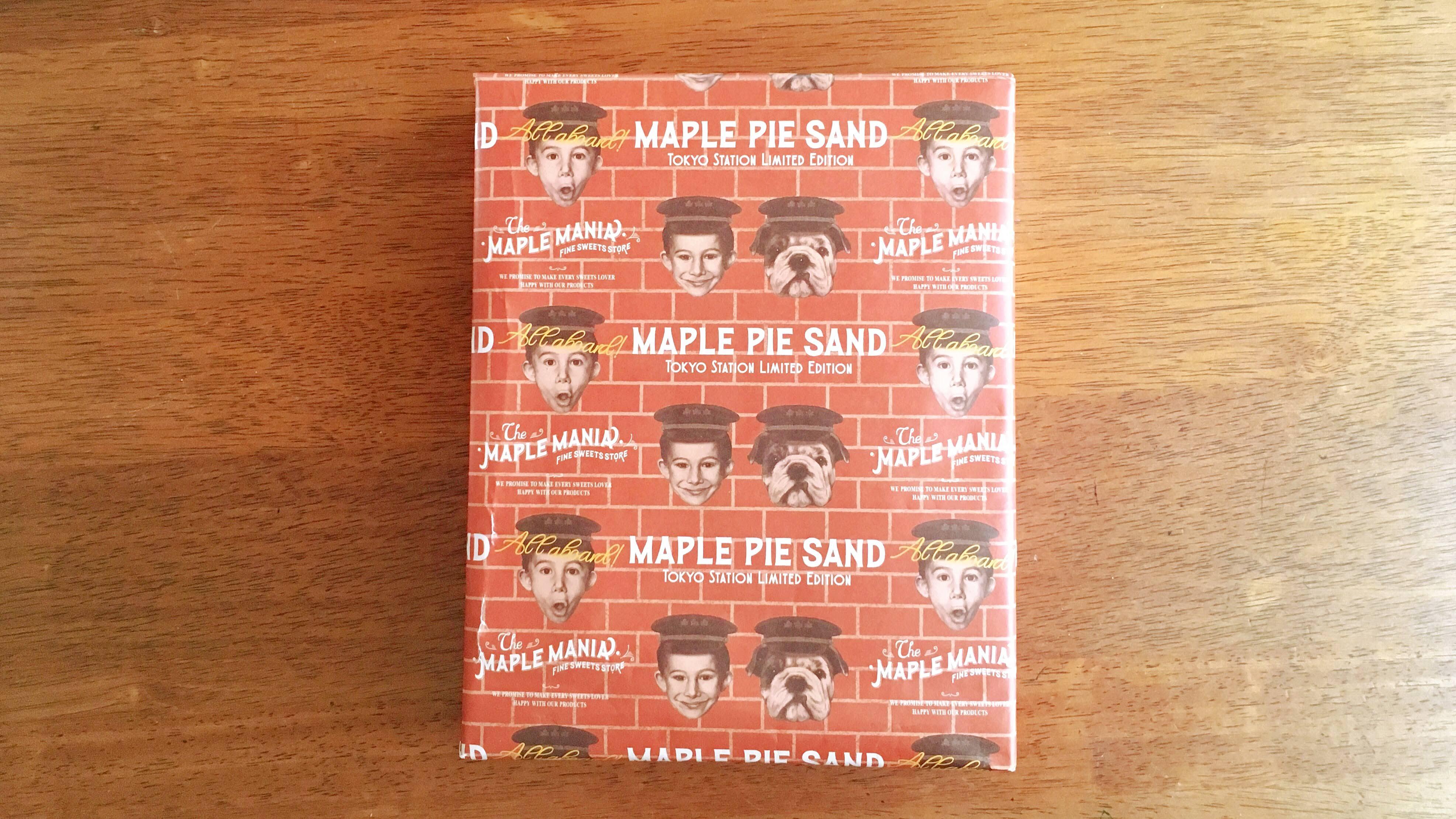 東京駅グランスタだけでしか買えないメープルマニアのパイのレンガ調包装紙