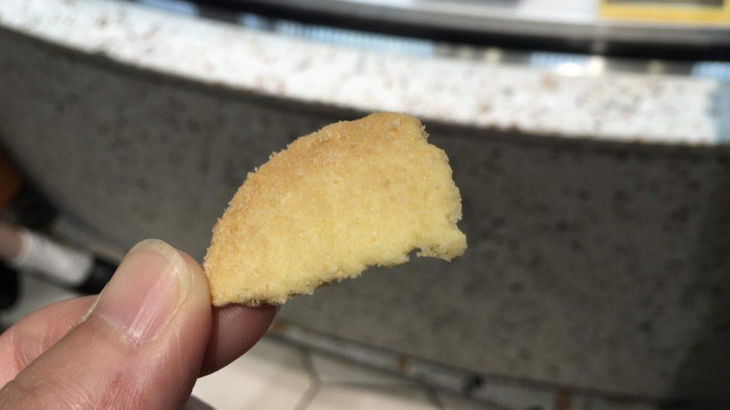 ナウオンチーズ渋谷スクランブルスクエア限定のマスカルポーネとゴーダチーズのクッキー試食